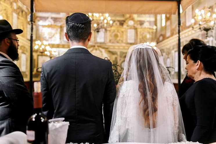 Jewish couple getting married in Synagogue